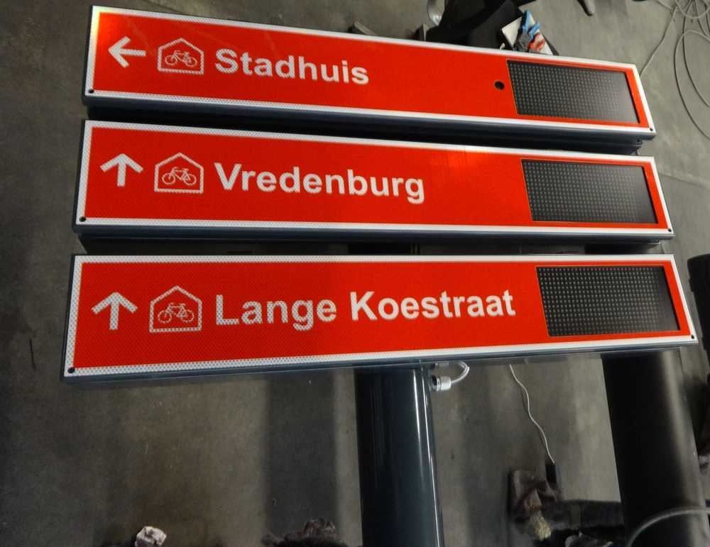 Prototype of a digital parking route sign